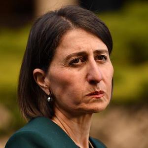 Body language experts analyse Gladys Berejiklian's 'cheek puffing'